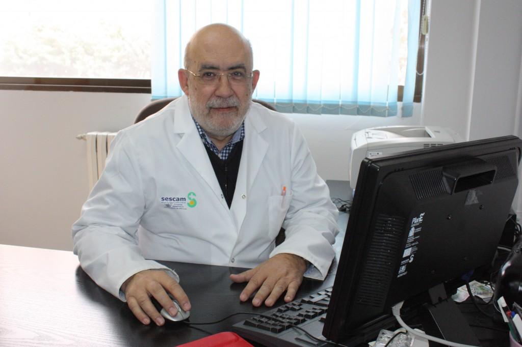 """Virgilio Cencerrado, enfermero y """"webmaster"""" del Complejo Hospitalario desde 1999."""