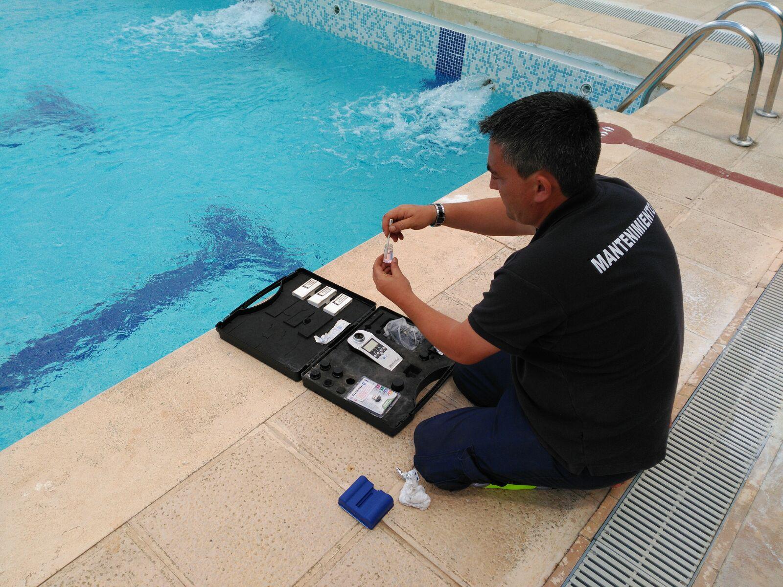 Las primeras piscinas abren en alerta naranja diario for Piscina municipal albacete