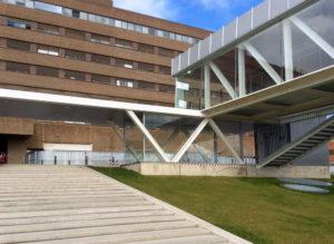 pasarela_hospital_escalinata